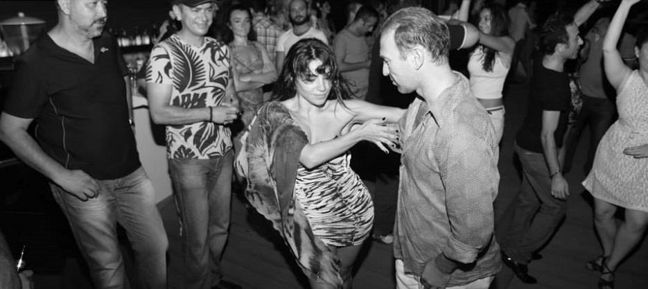 Kendinizi Dans ile İfade Etmek İstiyorsanız Doğru Yerdesiniz! Eğitimlerimiz hakkında detaylı bilgi almak için;  Bilgi Talep Formu                  0 542 235 69 40